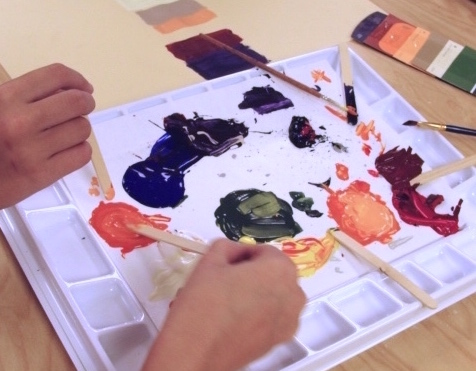 kids mixing new paint colors