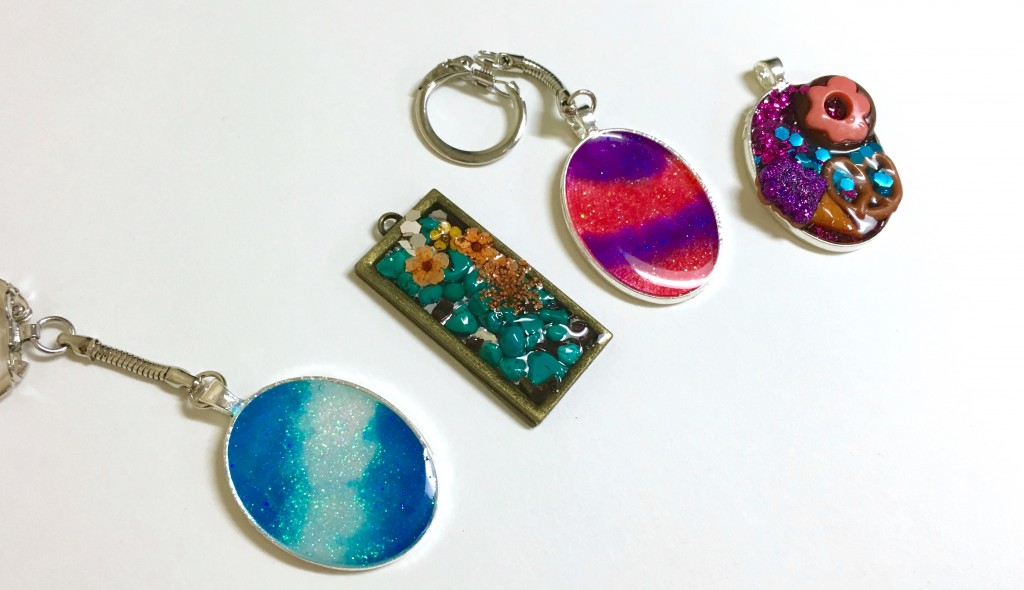A Step-By-Step Guide to Resin Jewelry in the Classroom - The Art of Ed